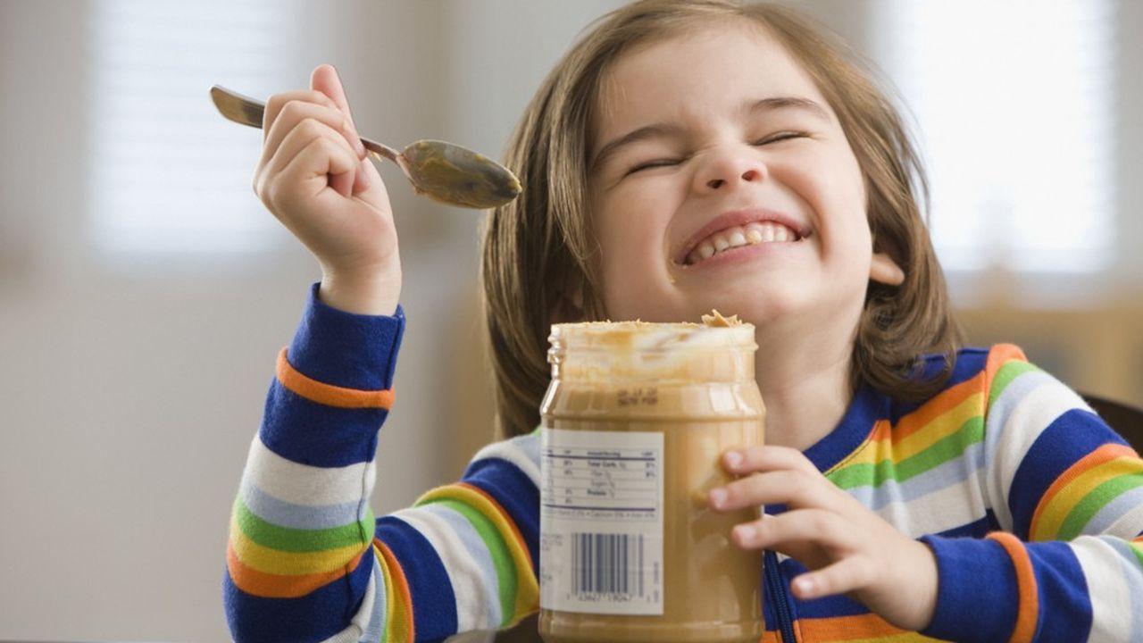 Le Palforzia réduit les réactions allergiques à la cacahuète chez les enfants et les adolescents en les exposant au fil du temps à de faibles doses.