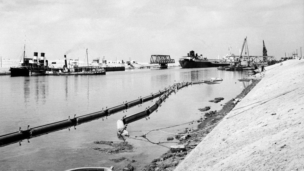Après la Seconde guerre mondiale, le canal de Suez devient le symbole du colonialisme et cristallise le rejet des Egyptiens.