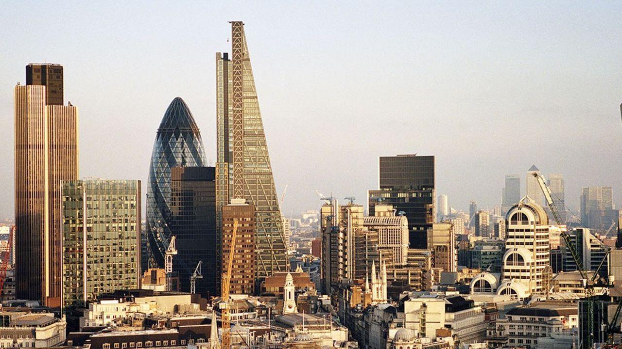 De New York à Pékin en passant par Paris ou Londres, les traces du Covid-19 se retrouvent dans les comptes des banques et des assurances.