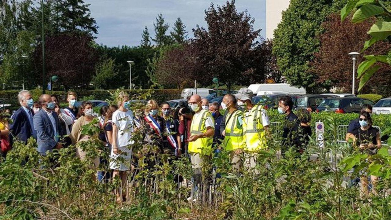 Bérangère Abba s'est rendue le 27août à Taverny, où elle a visité une mini-forêt urbaine plantée récemment pour constituer un îlot de fraîcheur.