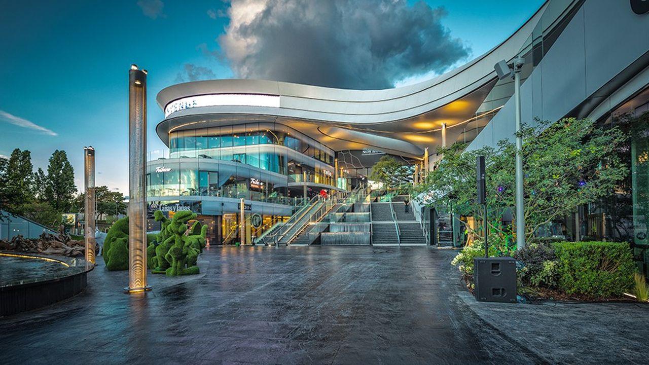 Le centre, réalisé par l'architecte italien Gianni Ranaulo, se veut ultra-moderne et aéré.