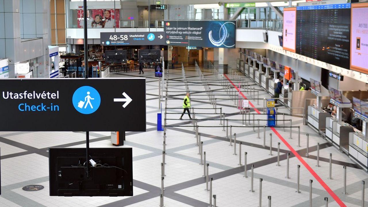 A Budapest, un hall de l'aéroport vide de voyageurs à l'aéroport Ferenc Liszt le 23mars dernier.