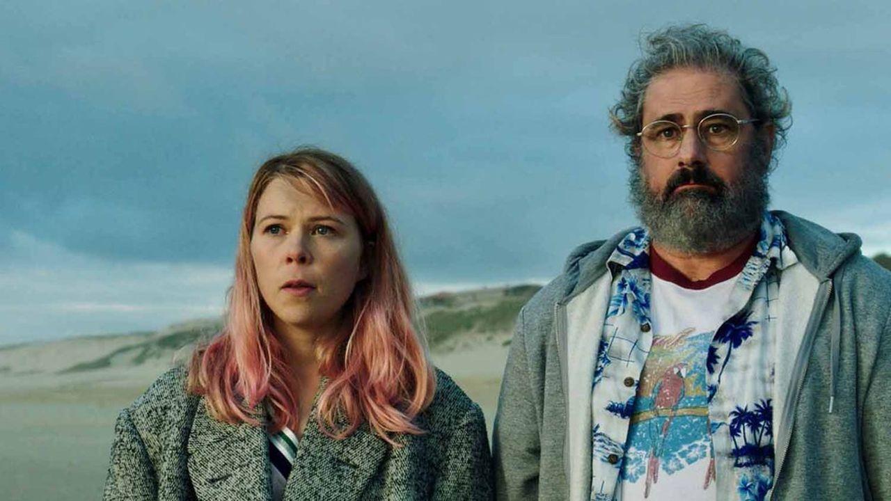 Lucie (India Hair) et Daniel (Gustave Kervern), héros de cette comédie absurde et poétique.