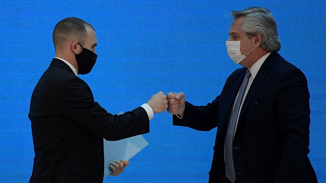 Le Président argentin Alberto Fernandez et le ministre de l'économie Martin Guzman, avant la conférence de presse dévoilant les détails de l'accord de restructuration sur la dette trouvé avec les principaux créanciers (Buenos Aires, 31août 2020)