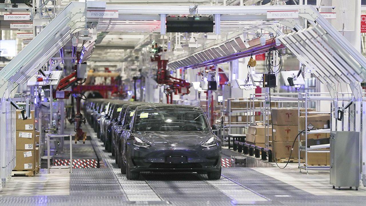 Depuis le début de l'année, les investisseurs s'arrachent les actions du constructeur de voitures électriques dont le cours de Bourse a grimpé de plus de 500% en huit mois.