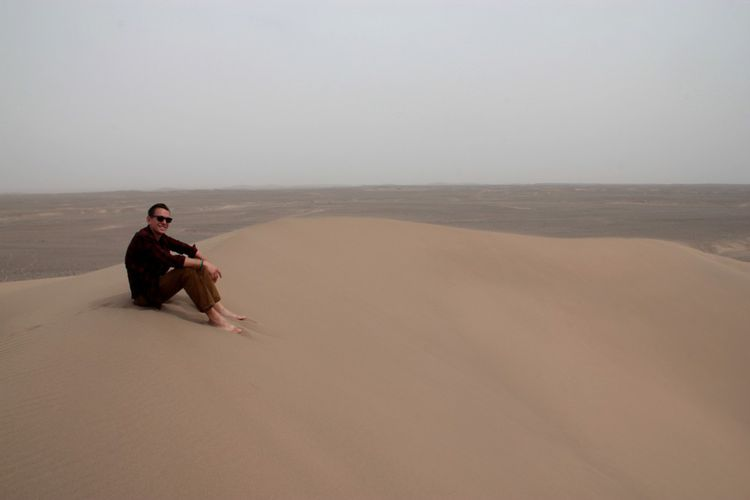 Thomas, dans le désert de Lout, en Iran.