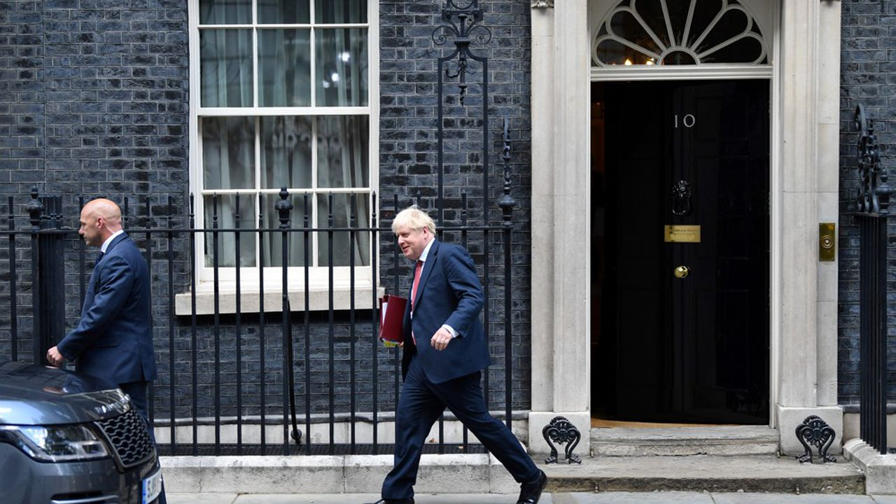 Le Premier ministre Boris Johnson, à sa sortie du 10 Downing Street ce mercredi.
