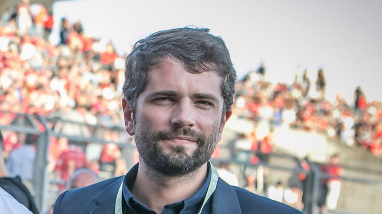 Avocat, Julien Plantier est titulaire d'un doctorat en droit public.