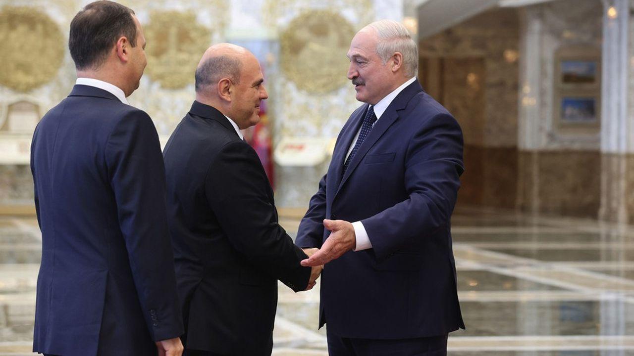 Alors que la moitié du PIB biélorusse dépend de la Russie, le Premier ministre russe Mikhaïl Michoustine était en visite hier à Minsk chez Alexandre Loukachenko.