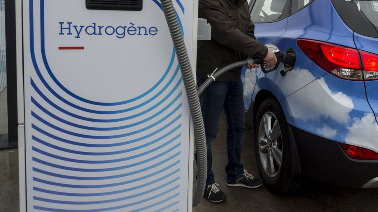 L'hydrogène vert coûte aujourd'hui beaucoup plus cher que l'hydrogène produit à partir d'énergies fossiles: 4 à 5euros le kg, contre moins de 2euros.