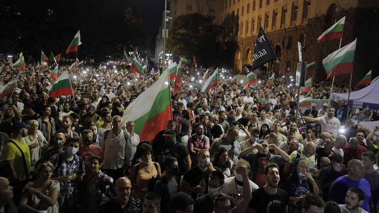 Les manifestants réunis une nouvelle fois mercredi soir pour réclamer la démission du Premier ministre, Boïko Borissov ont jeté des cailloux, des oeufs et des bouteilles en direction du Parlement. La police a réagi à coups de gaz lacrymogène.