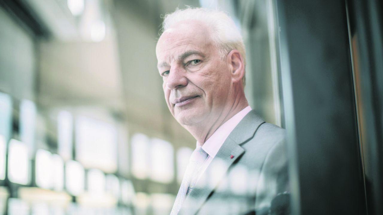 Alain Griset, ministre délégué aux Petites et Moyennes Entreprises, dans son bureau du ministère des Finances a Bercy.