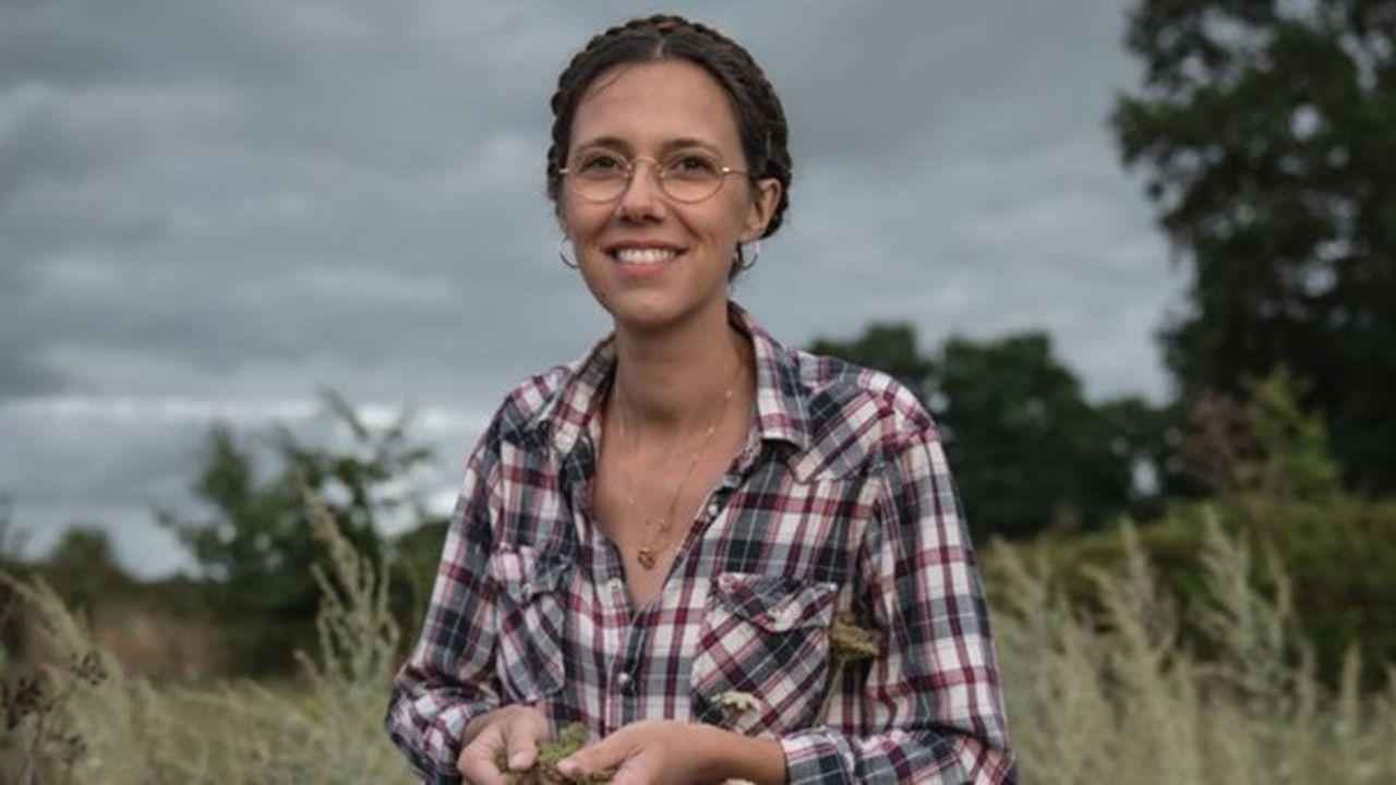 Claire Desmares-Poirrier est agricultrice, co-gérante d'un café-librairie et milite pour un exode urbain. Mais, avant de devenir paysanne-activiste, elle a été attirée par la ville.