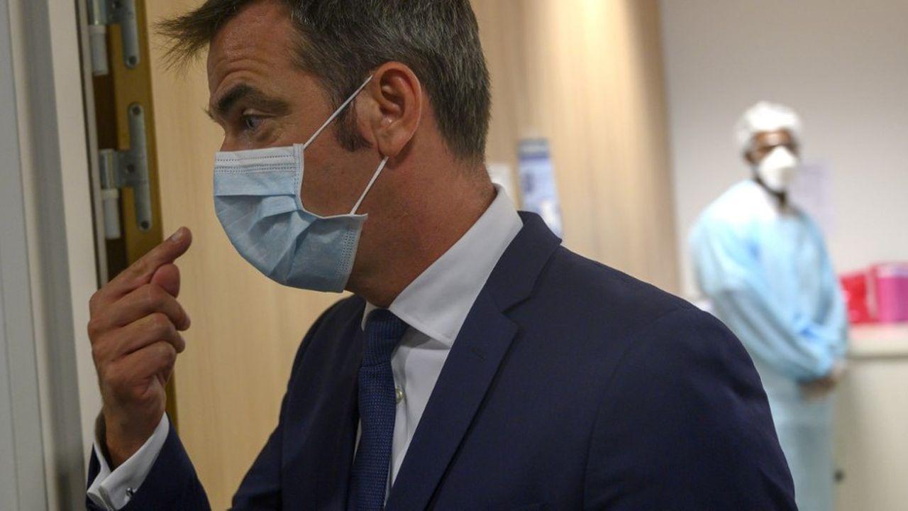 Le ministre de la Santé Olivier Véran serait disposé à assouplir la période de quarantaine imposée aux personnes positives au Covid-19.