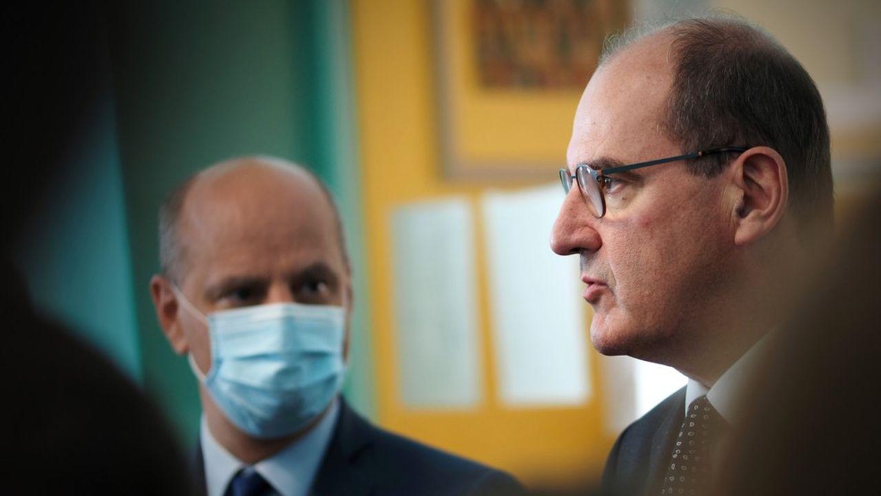 Jean-Michel Blanquer a également indiqué que des masques transparents, qui permettent de lire sur les lèvres, seraient bientôt distribués à certains professeurs.