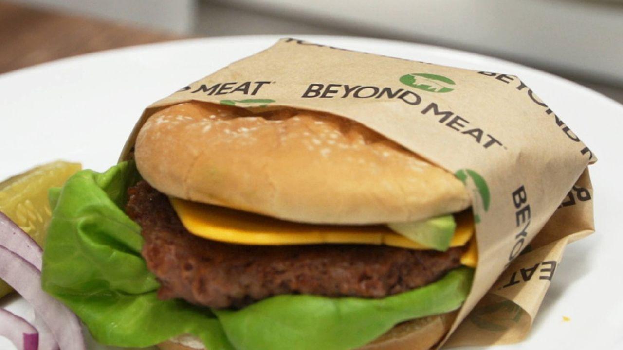 La pandémie de coronavirus, qui a fait chuter les ventes de ces produits alimentaires à base de plantes dans les restaurants américains, pousse Beyond Meat à s'internationaliser.