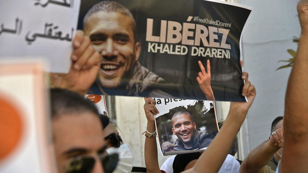 Khaled Drareni, un journaliste algérien condamné à trois ans de prison ferme et qui a fait appel, est devenu en Algérie le symbole du combat pour la liberté de la presse et du droit à manifester.