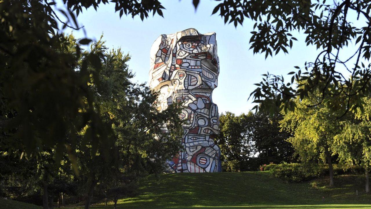 La Tour aux Figures, de Jean Dubuffet, édifiée sur l'Ile-Saint-Germain, à Issy-les-Moulineaux.