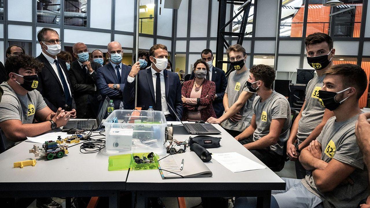 Emmanuel Macron était ce mardi en déplacement dans un lycée professionnel d'Aulnat (Puy-de-Dôme) pour promouvoir les dispositifs mis en place pour l'égalité des chances.