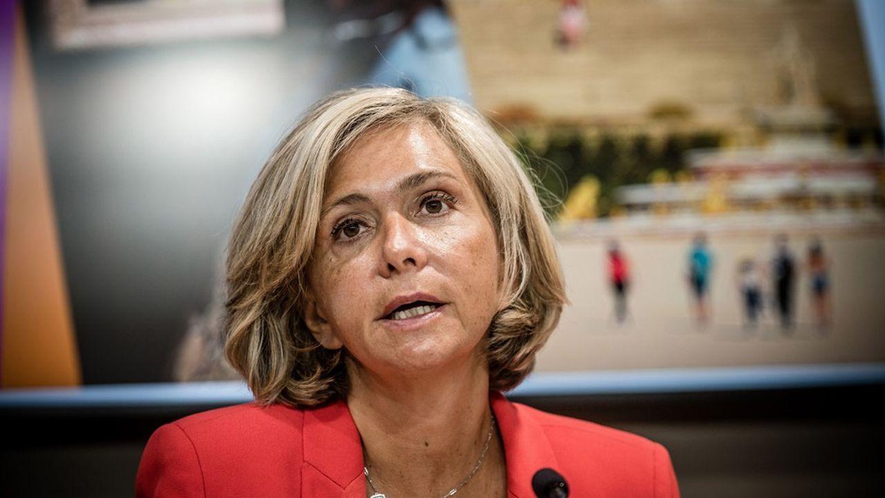 « Avec Stéphanie von Euw, nous programmons un nouveau système de collecte de déchets, un équipement sportif et une restructuration entière du quartier », a indiqué Valérie Pécresse, la présidente de la région Ile-de-France.