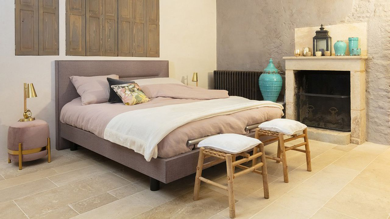 La marque, sexagénaire, a déjà largement misé sur la personnalisation des produits avec d'infinies combinaisons de matières, de couleurs, de têtes de lit.