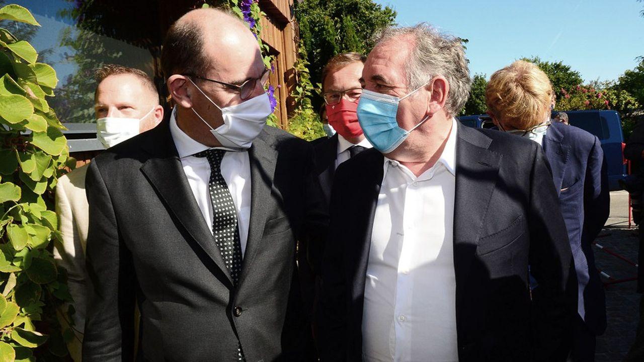 Le Premier ministre, Jean Castex, ici avec le président du Modem, François Bayrou, a appelé à une «maison commune», de la majorité présidentielle lors des journées parlementaires du Modem à Biscarosse et Sanguinet (Landes).