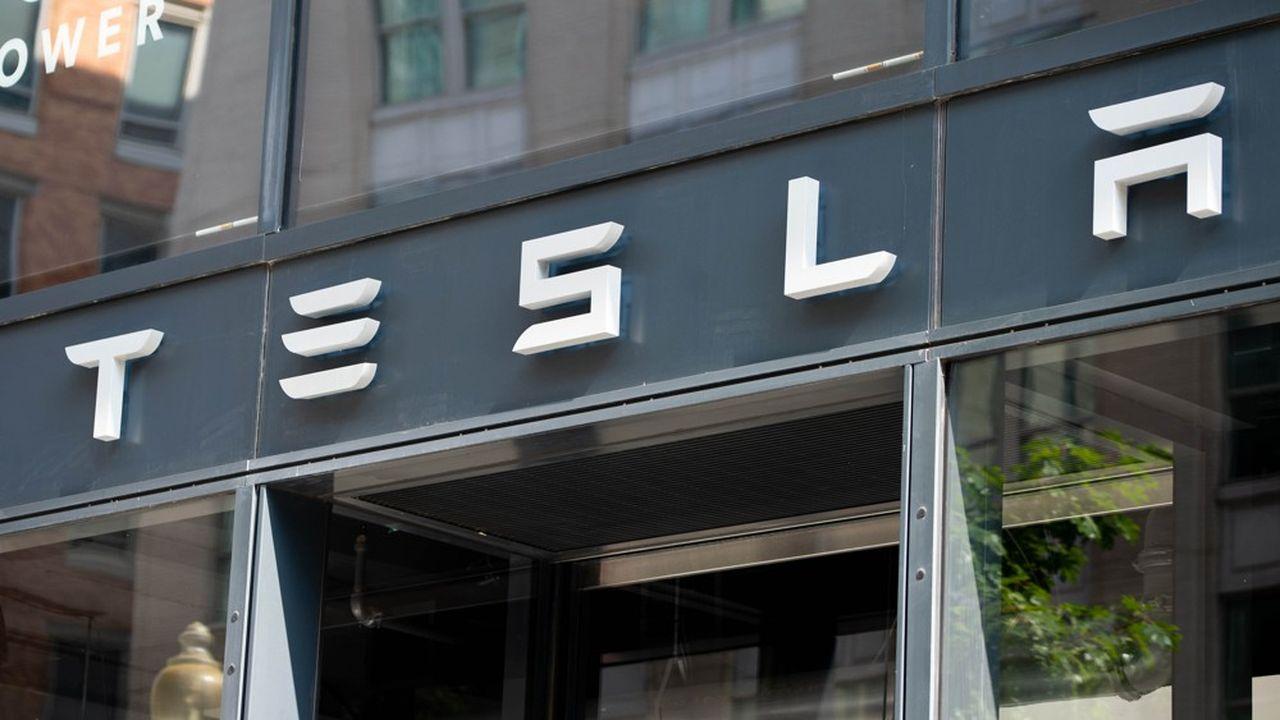 Outre le vif repli des valeurs technologiques entamé la semaine dernière, une conjonction de déconvenues pèse depuis la rentrée scolaire sur le titre Tesla.