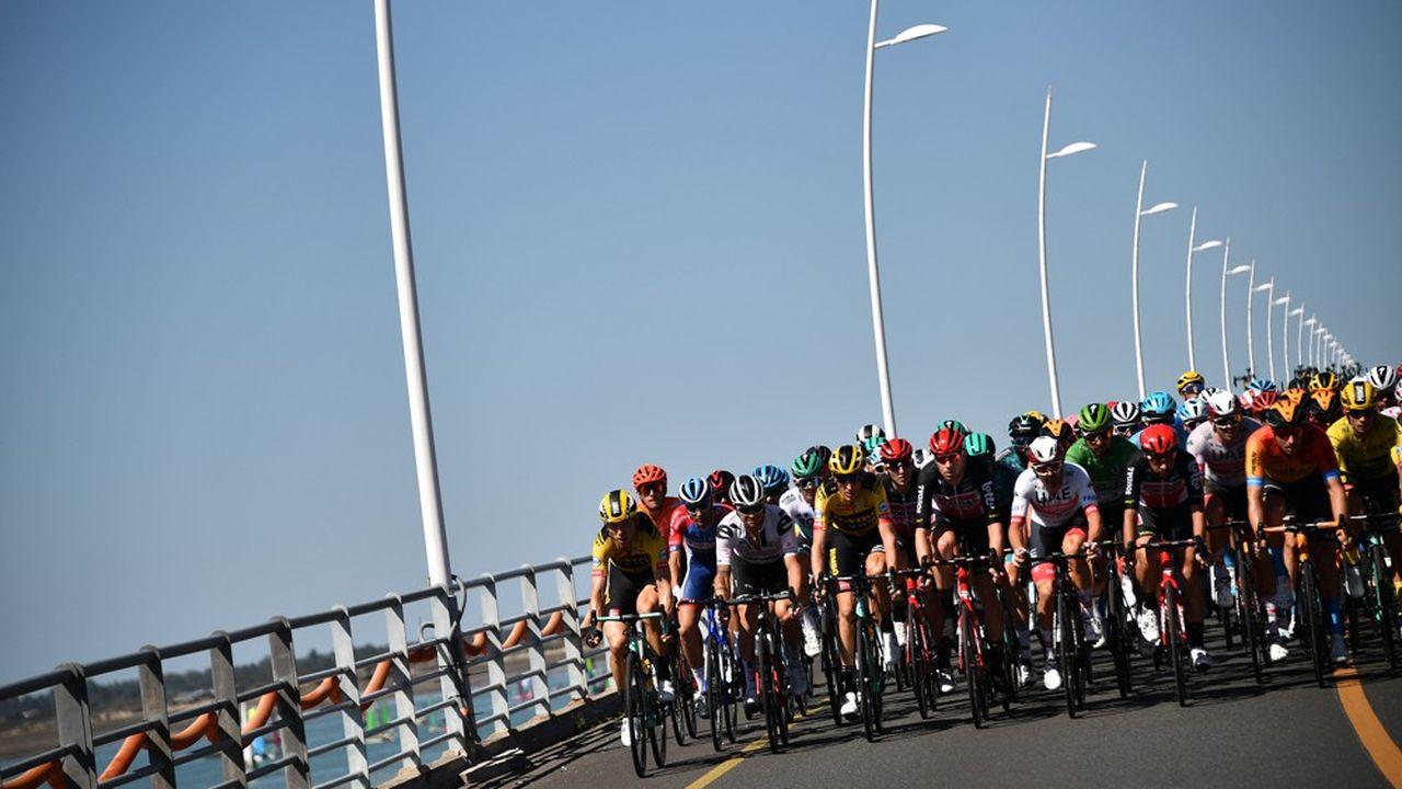 Le Tour de France attire cette année un public plus nombreux de jeunes et d'actifs.