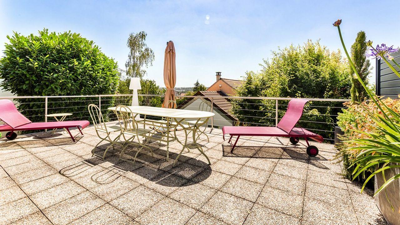 Une maison avec un grand jardin à Rueil-Malmaison