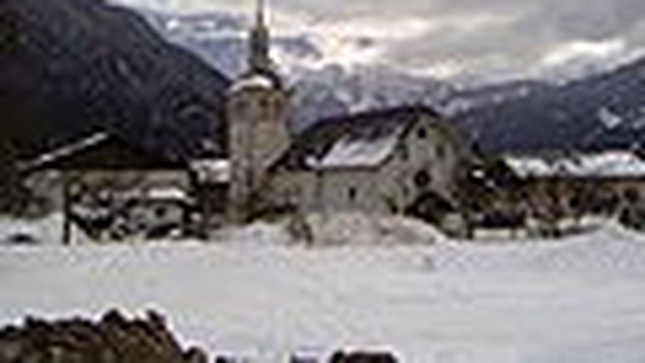 L'église Saint-Loup est implantée dans la haute vallée de l'Arve.