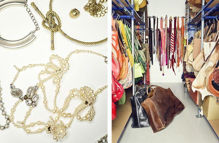 Bijoux, sacs et ceintures à l'espace Passage de Zohra Alami. Chaque pièce est référencée dans une base de données informatisée et stockée par type de produit et non par marque.