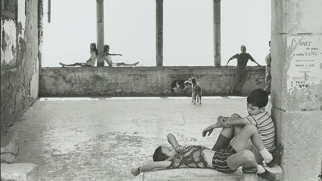 Simiane-la-Rotonde 1969, par Cartier-Bresson