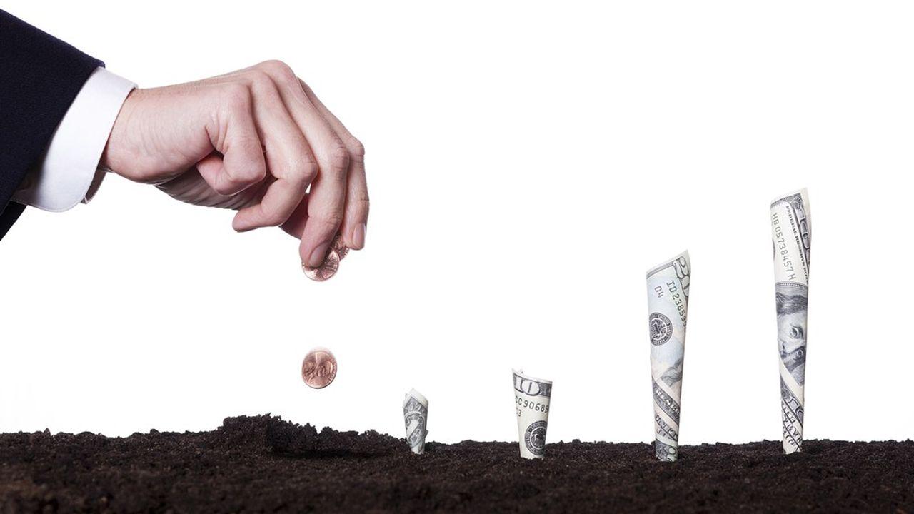La tontine réunit des adhérents qui investissent des fonds en commun sur un horizon de placement déterminé.