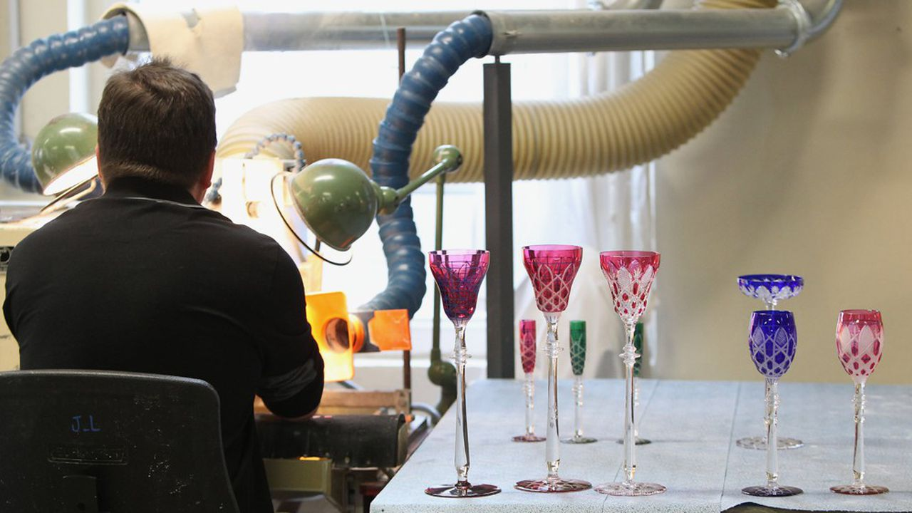 La cristallerie doit renouveler son équipement industriel à brève échéance et redynamiser son réseau commercial.