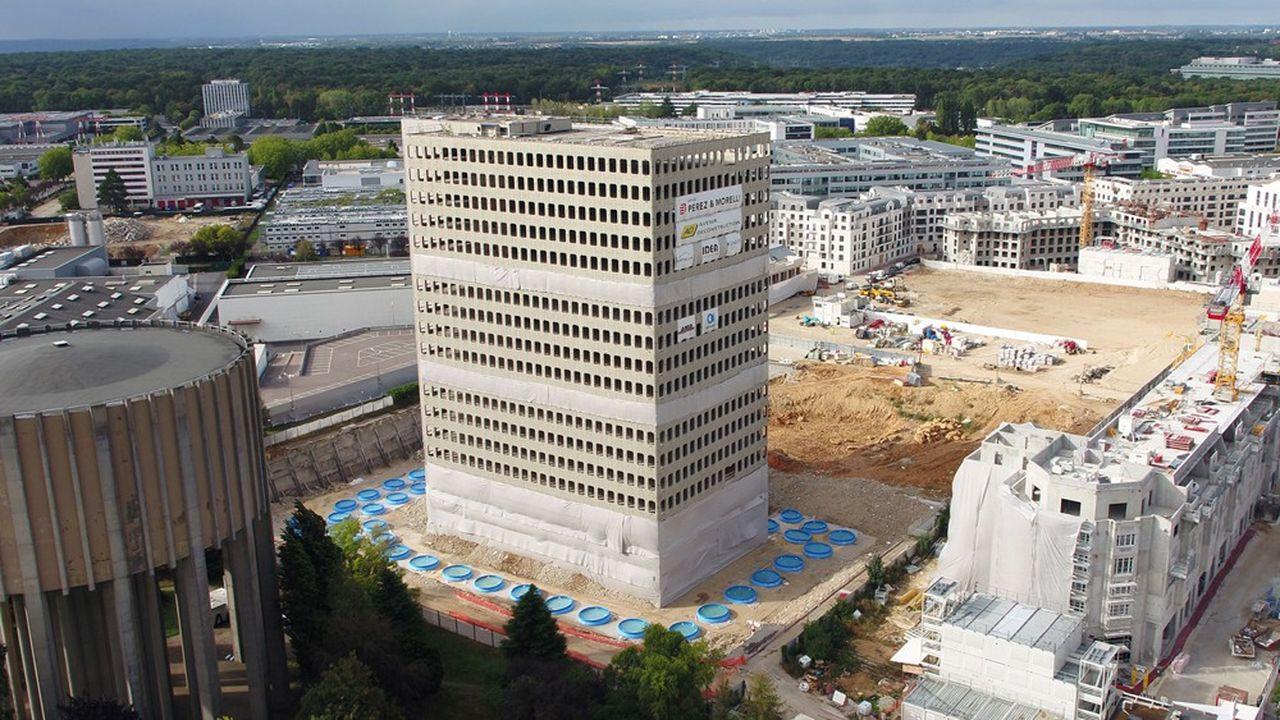 L'immeuble Pentagone Plaza s'est effondré dimanche 23 août, grâce au concours des artificiers d'IDEA.