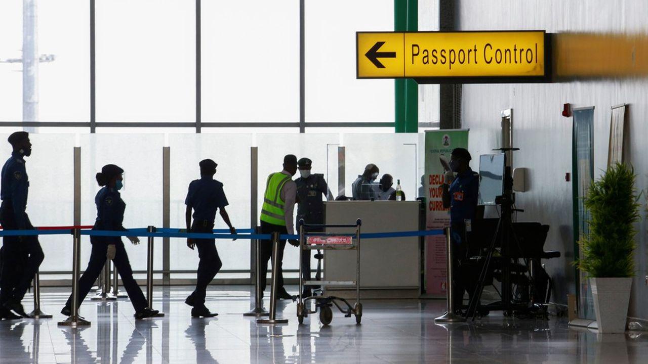 Face à la pandémie, de nombreux pays ont décidé d'imposer des mesures de restrictions aux voyageurs.