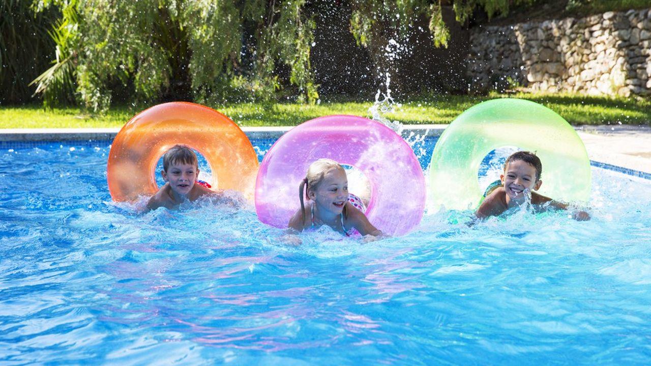 Les locations ont profité des températures précocement estivales du printemps et d'un contexte sanitaire favorisant les piscines privées.