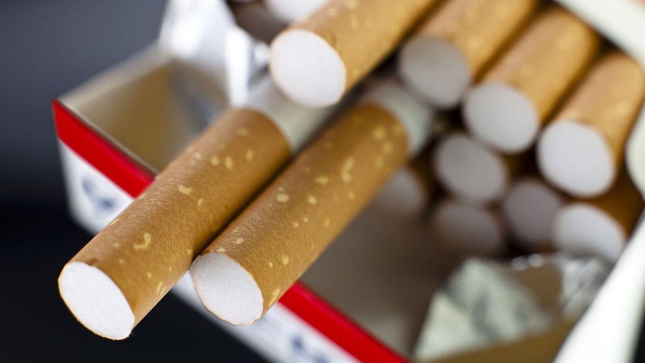Jadis prisé par le secteur textile, l'acétate de cellulose est aujourd'hui utilisé pour fabriquer des filtres de cigarette.