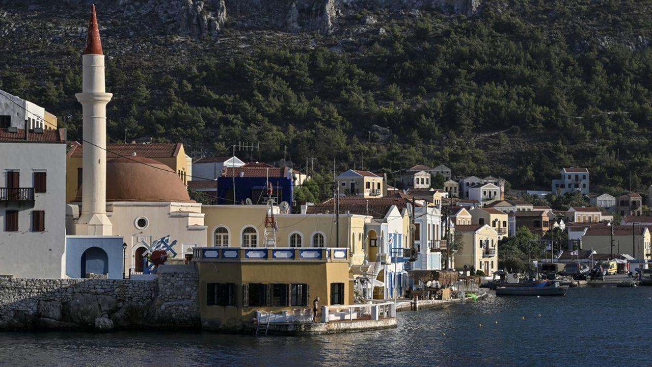 Le navire turc déployé avec force accompagnement militaire au large de la petite île grecque de Kastellorizo est revenu à son port turc, un premier gage d'ouverture.