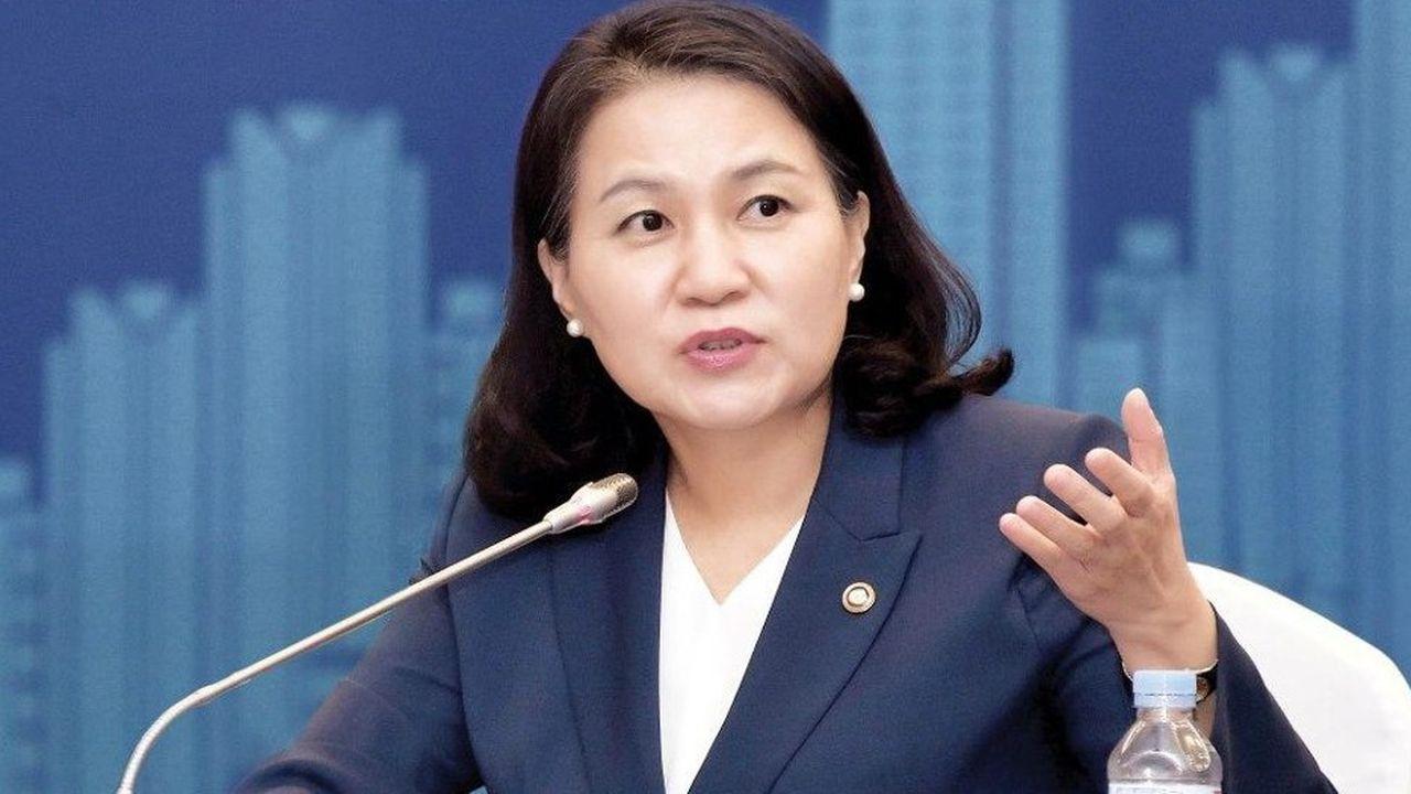La ministre sud-coréenne du Commerce, Yoo Myung-Hee fait partie des huit candidats pour diriger une OMC plongée dans une crise profonde.