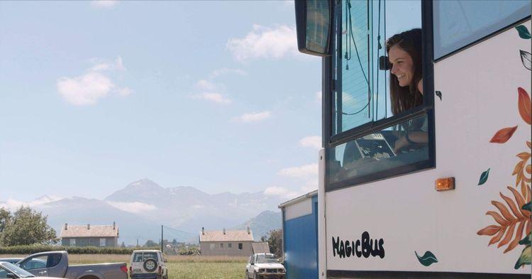Au volant de ce véhicule XXL se trouve Lisette Abadie, une jeune toulousaine.