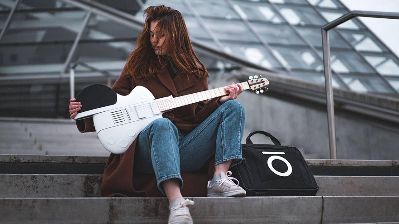 La guitare électrique Slite est démontable et tient dans une sacoche pas plus grande que celle d'un ordinateur portable.