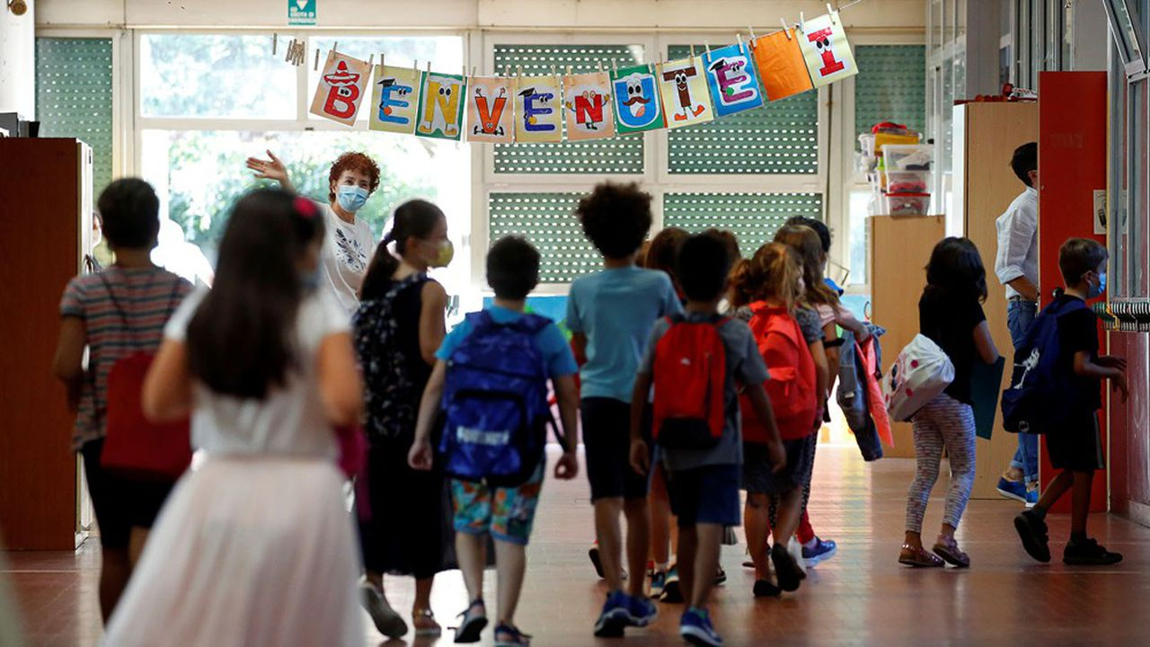 A sign reads 'Welcome' as children return to the Simonetta Salacone primary and secondary school for the first time since March, adhering to strict regulations to avoid coronavirus disease (COVID-19) contagion, in Rome, Italy, September 14, 2020. REUTERS/Remo Casilli