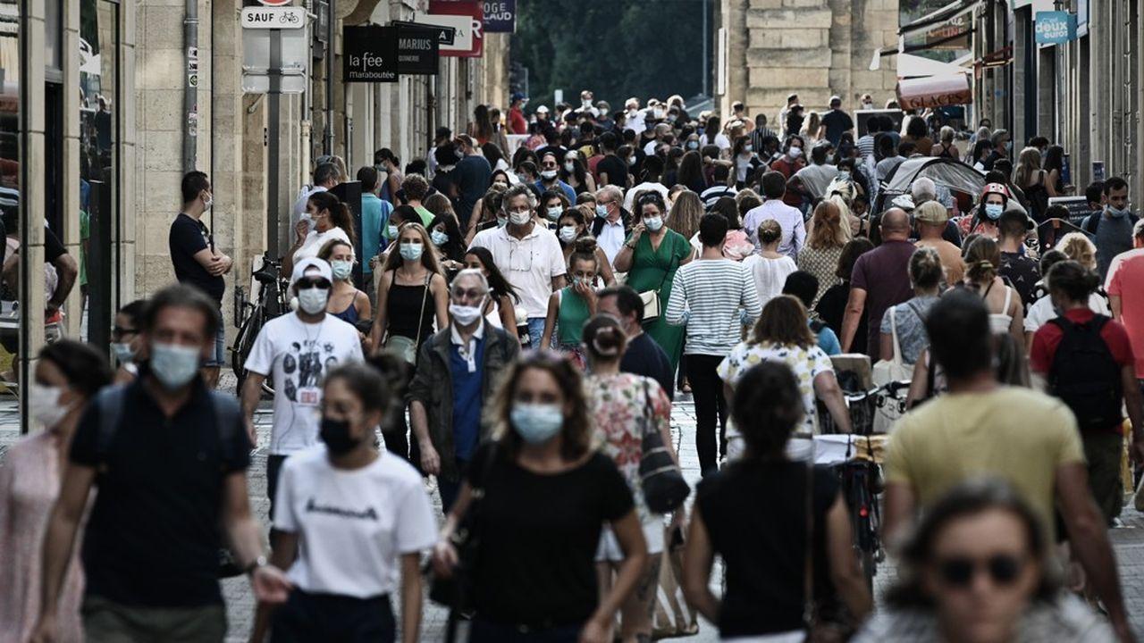 «Tous les signaux sont au rouge», selon Yann Bubien, le directeur du CHU de Bordeaux qui juge «la situation pas alarmante mais inquiétante». L'établissement soigne actuellement 77 patients atteints de Covid, dont 24 en réanimation.