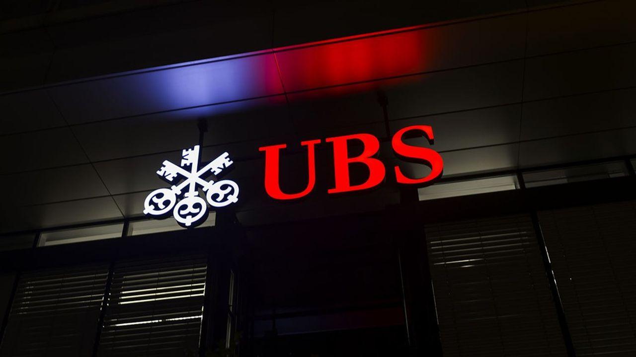 UBS et Credit Suisse emploient au total quelque 120.000 salariés dans le monde, dont 35.000 en Suisse.