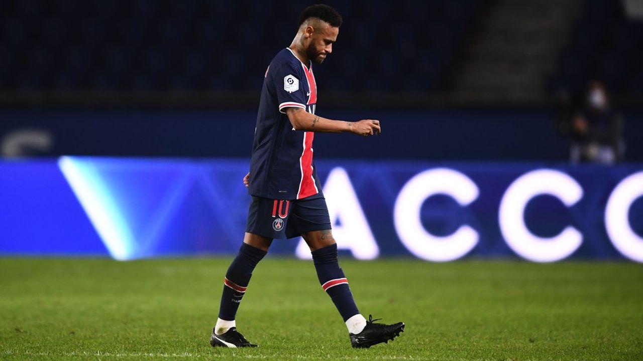 Après quinze ans de contrat avec Nike, Neymar a joué son premier match avec des chaussures Puma dimanche, contre l'Olympique de Marseille.