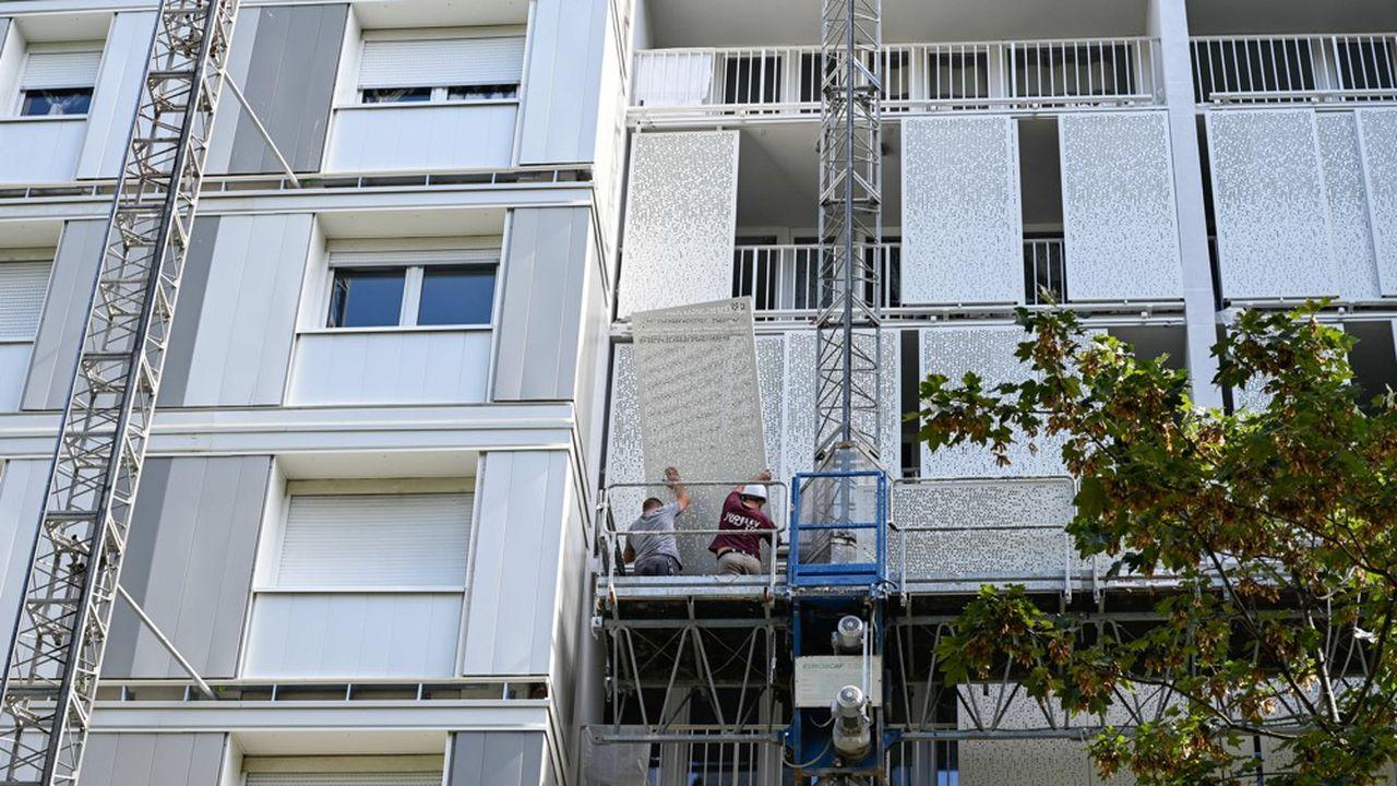 Un HLM en travaux d'isolation thermique, près de Lyon.