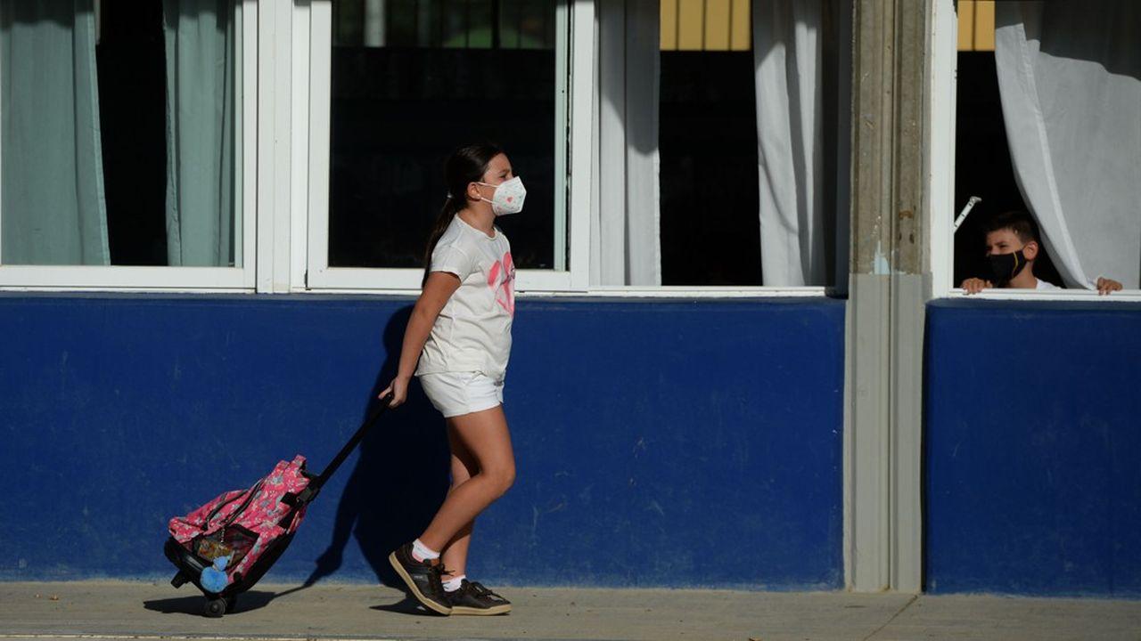 L'Espagne a imposé un des confinements les plus stricts du monde au printemps et a dû réimposer le masque en urgence devant le regain des flux quotidiens de cas, qui rechutent depuis dix jours.