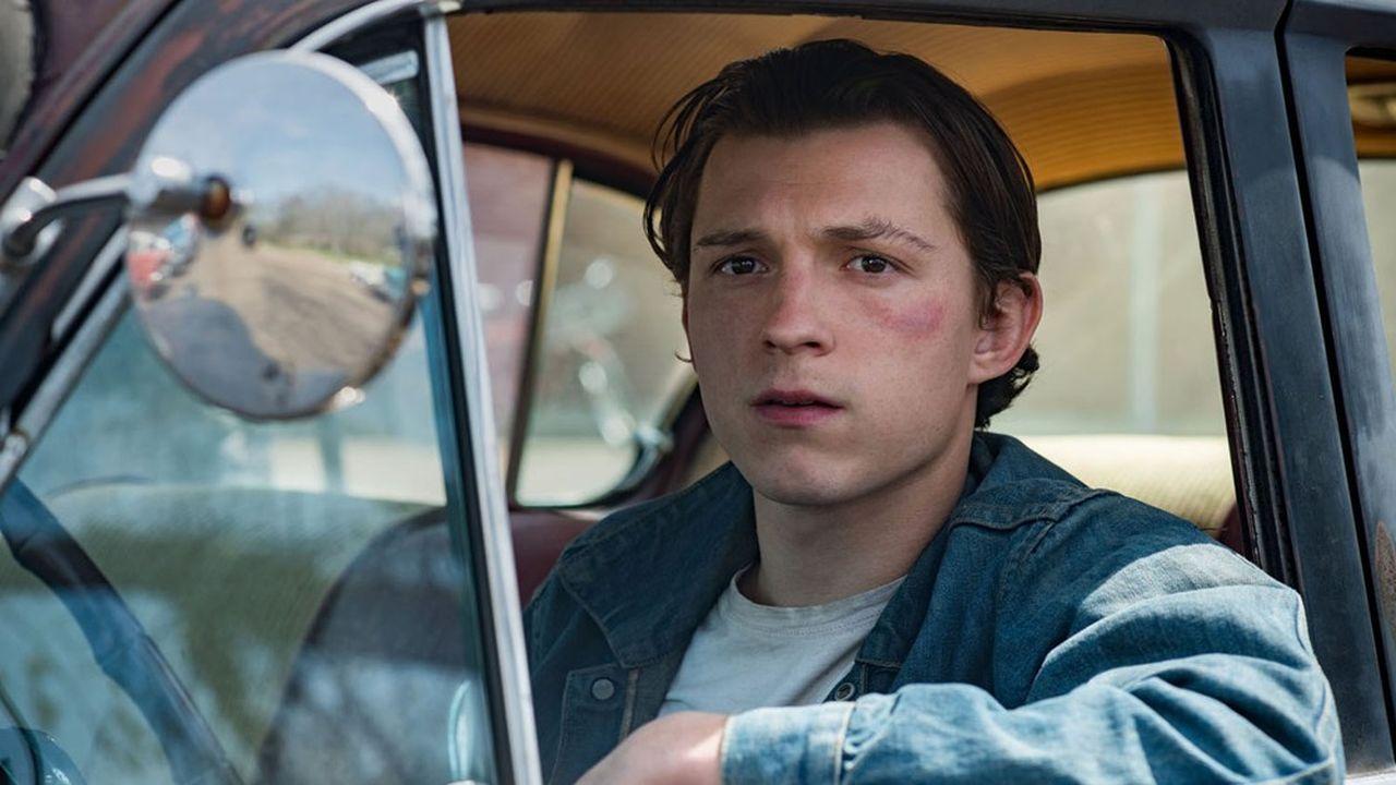 Tom Holland, tout en retenue, joue Arvin Russell, le fils d'un vétéran de la seconde guerre mondiale.