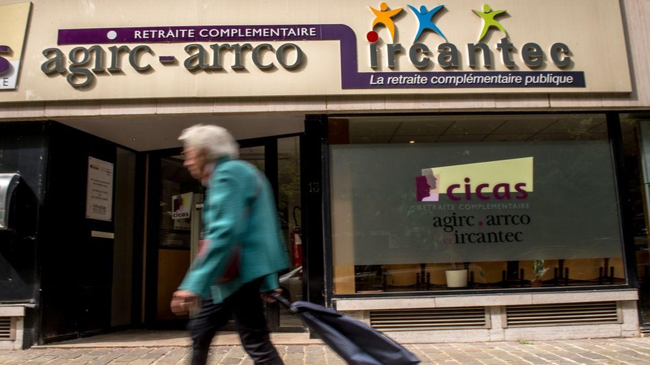 Les gestionnaires du régime Agirc-Arrco doivent décider s'ils revalorisent faiblement ou pas du tout les pensions en novembre.
